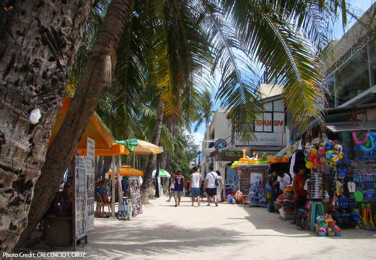 Sen. Bam enlists help of Negosyo Centers to support vendors, freelancers during Boracay closure